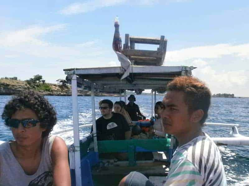 By boat to Pink beach